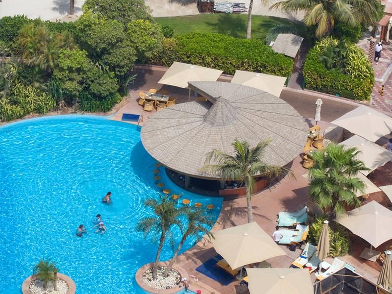 La piscine de l'hôtel Jumeirah Beach à Dubaï