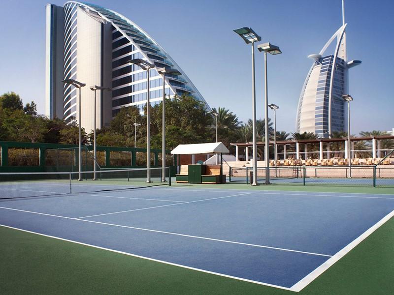 Court de tennis de l'hôtel 5 étoiles Jumeirah Beach