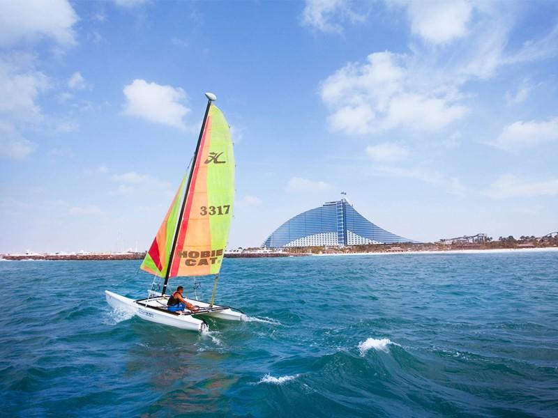 Activité nautique du Jumeirah Beach à Dubaï