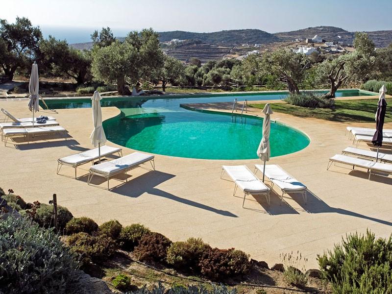 La superbe piscine du Kamaroti Suites