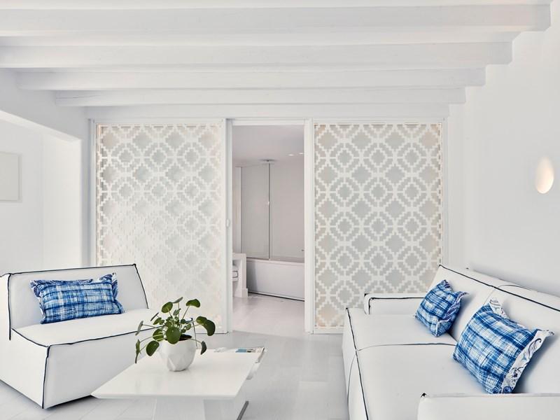 Un salon confortable et moderne au sein de la Master Suite