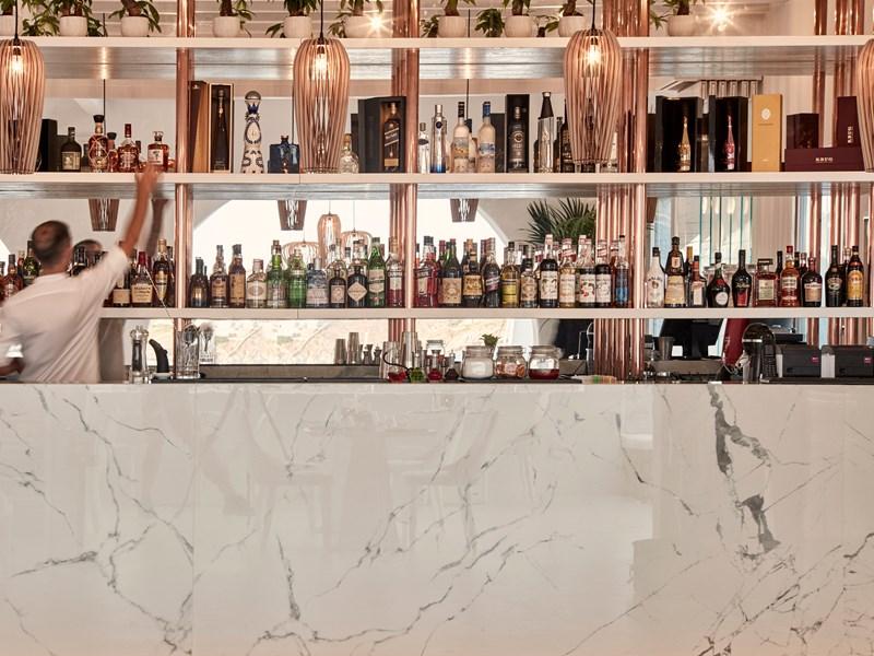Le Seltz Bar A Champagne & Restaurant