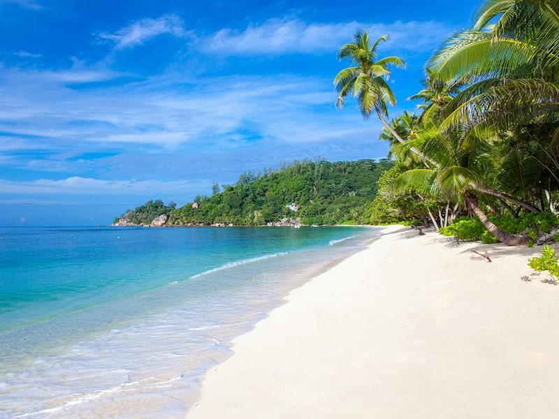 La plage du Kempinski, l'une des plus belles de Mahé