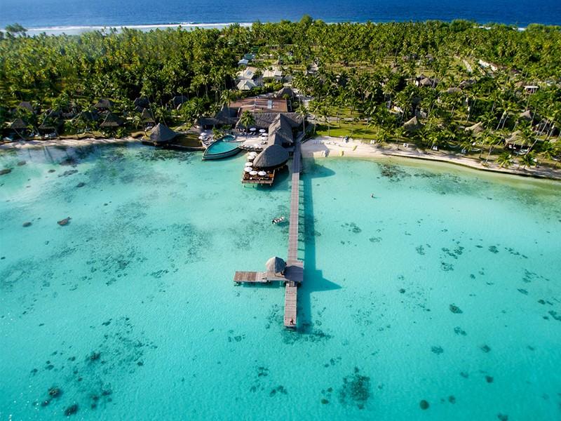 Vue aérienne de l'hôtel Kia Ora, sur l'atoll de Rangiroa