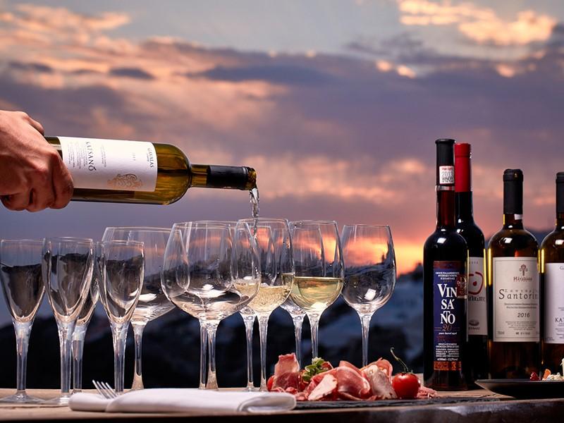 Une large sélection de vins vous attend au Kirini