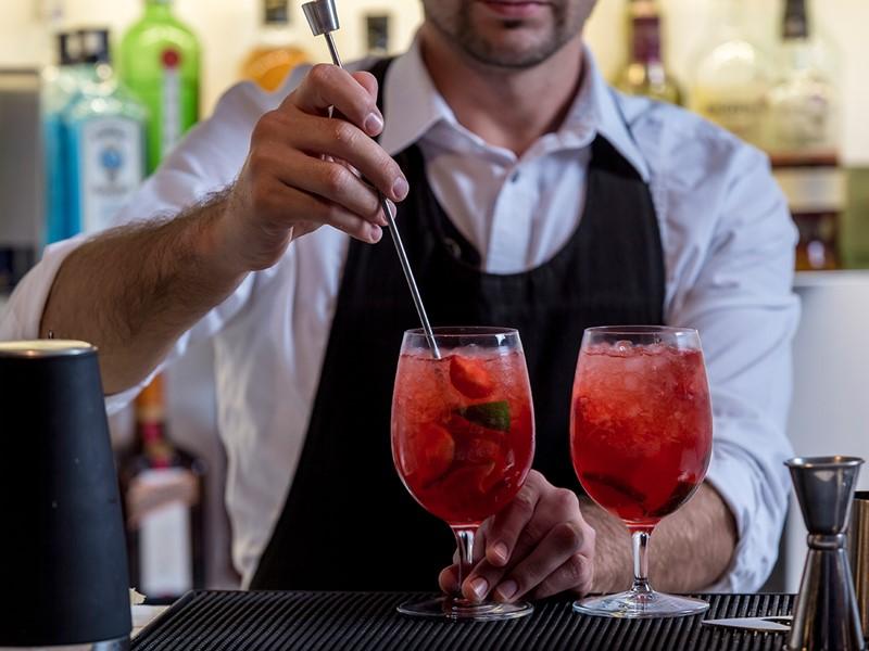 Rafraîchissez vous au Cocktail Bar de l'hôtel Kirini