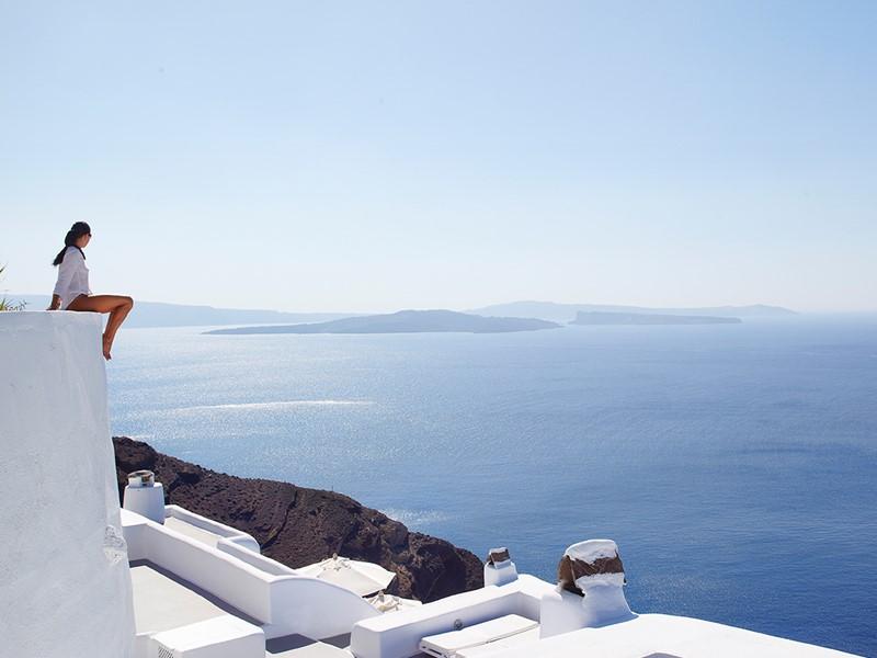 Vue splendide sur la mer Egée depuis l'hôtel Kirini