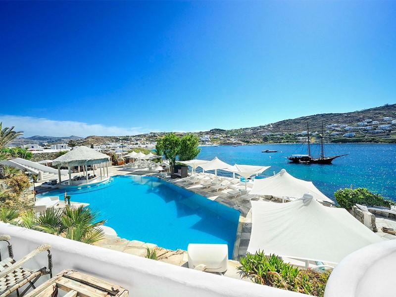 La piscine de l'hôtel Kivotos situé en Grèce