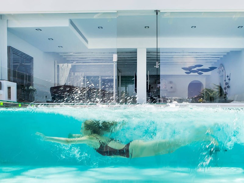 La piscine de la Signature Suite Sea View with Private Glass Pool