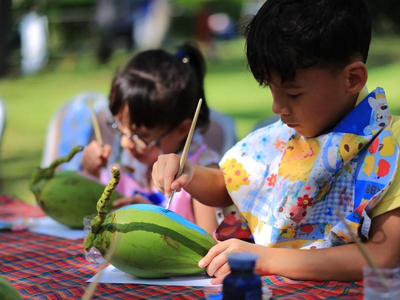 Arts créatifs au Kids Club du Santiburi Resort