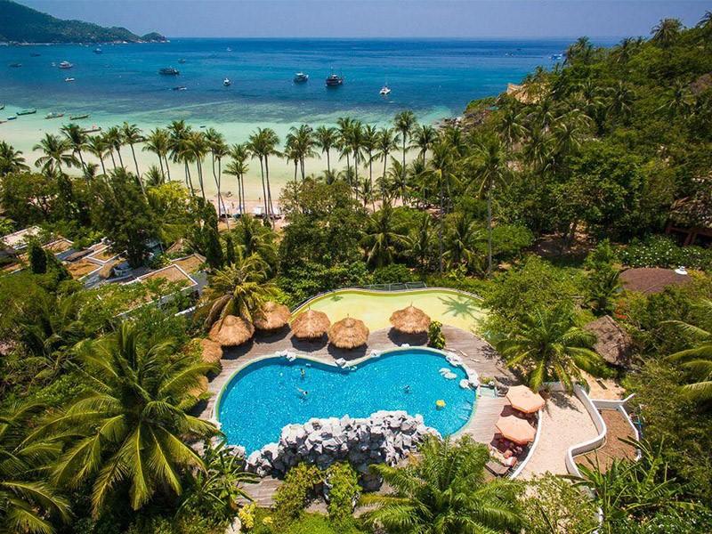 Vue aérienne de la piscine et de la plage du Koh Tao Cabana