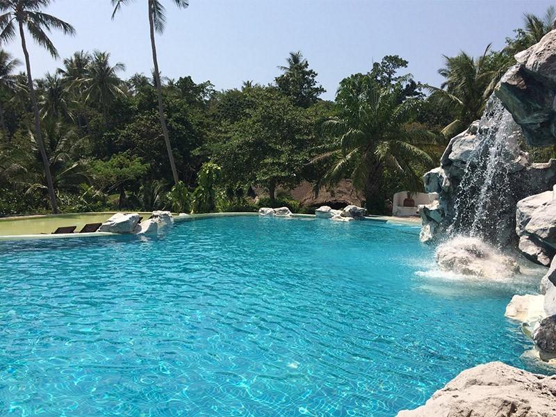 La cascade de la piscine du Koh Tao Cabana