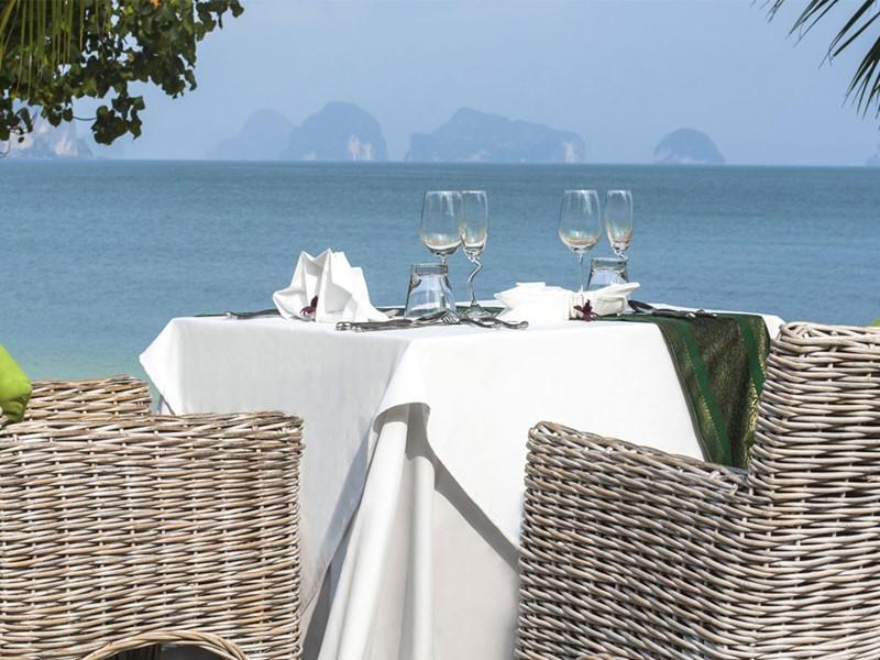 Appréciez un repas face à la mer