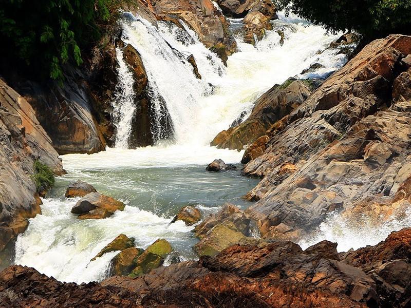 Contemplez les spectaculaires chutes de Ly Phy à Done Khong
