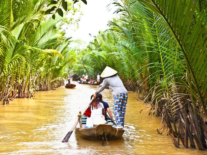 A bord d'un bateau traditionnel, parcourez la rivière a la recherche de paysages éblouissants