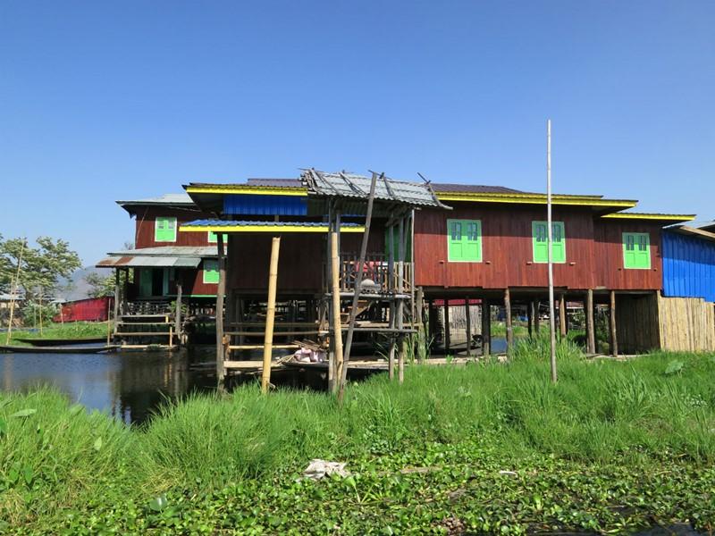 Découvrez tout le charme des villages lacustres d'Inle