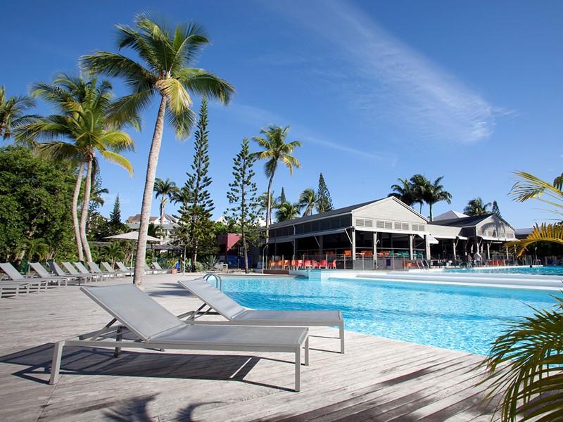 Autre vue de la piscine de l'hôtel La Créole Beach Resort