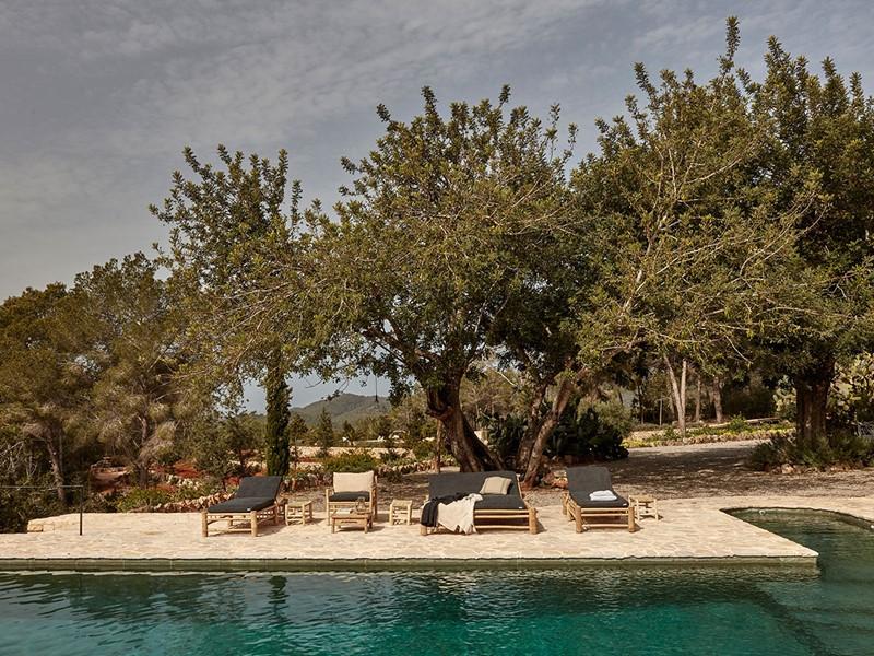 La superbe piscine de l'hôtel La Granja à Ibiza