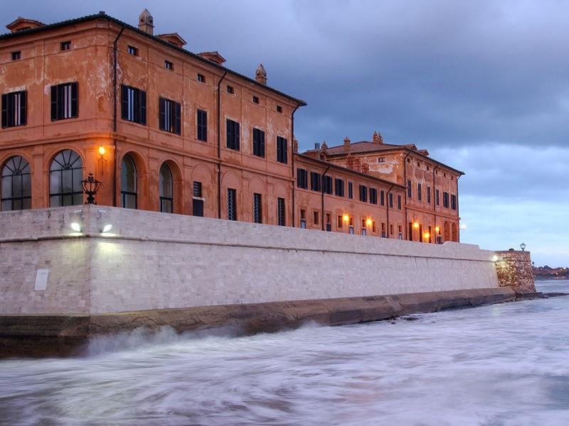 Vue de l'hôtel La Posta Vecchia depuis mer Tyrrhénienne