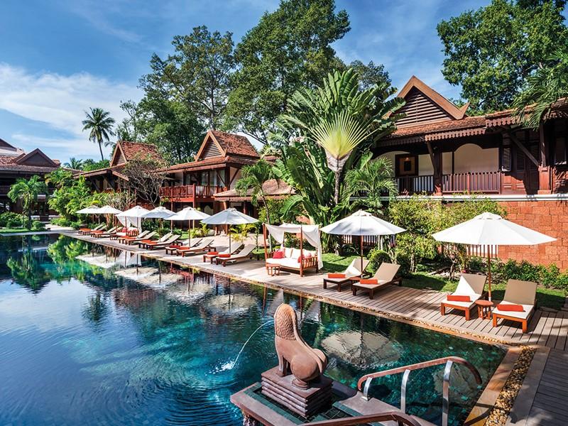 Détente au bord de la piscine de l'hôtel La Résidence d'Angkor