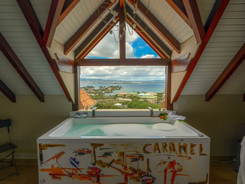 La salle de bain de la Suite de l'hôtel La Suite Villa