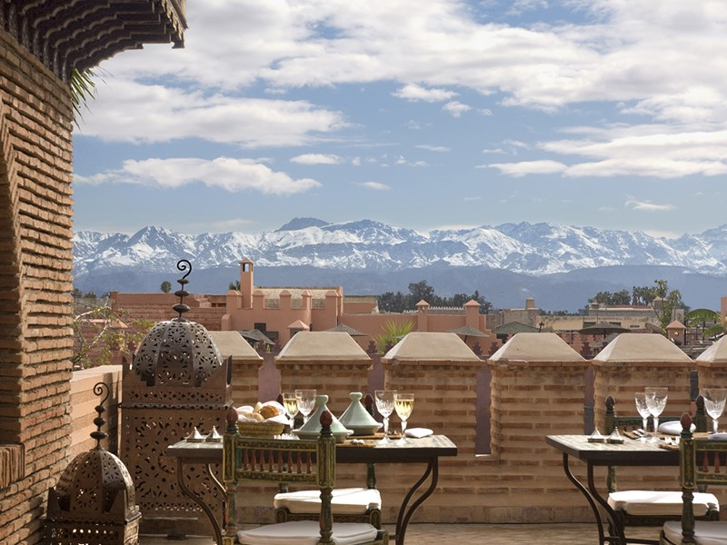 Superbe vue sur les montagnes enneigées de l'Atlas depuis La Sultana