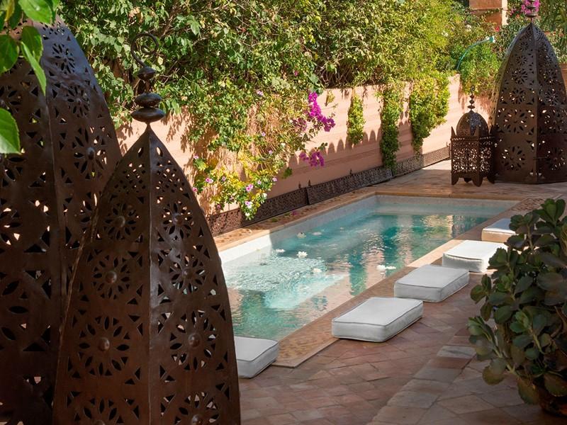 La piscine de l'hôtel La Sultana à Marrakech