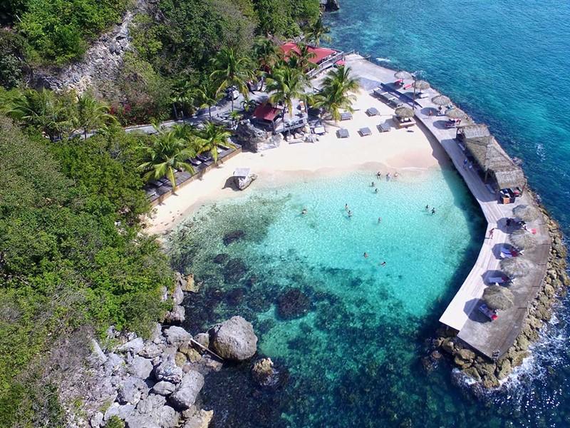 Vue aérienne de la plage de l'hôtel La Toubana