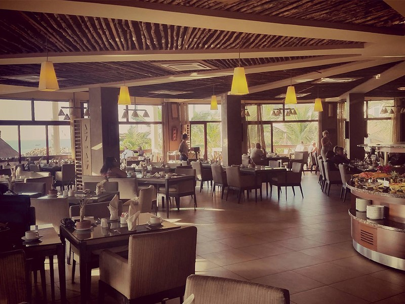 Restaurant Les Paletuviers du Lamantin Beach Hotel situé au Senegal