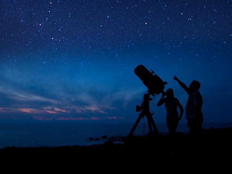 Observation des étoiles au sommet du Mauna Kea à Big Island