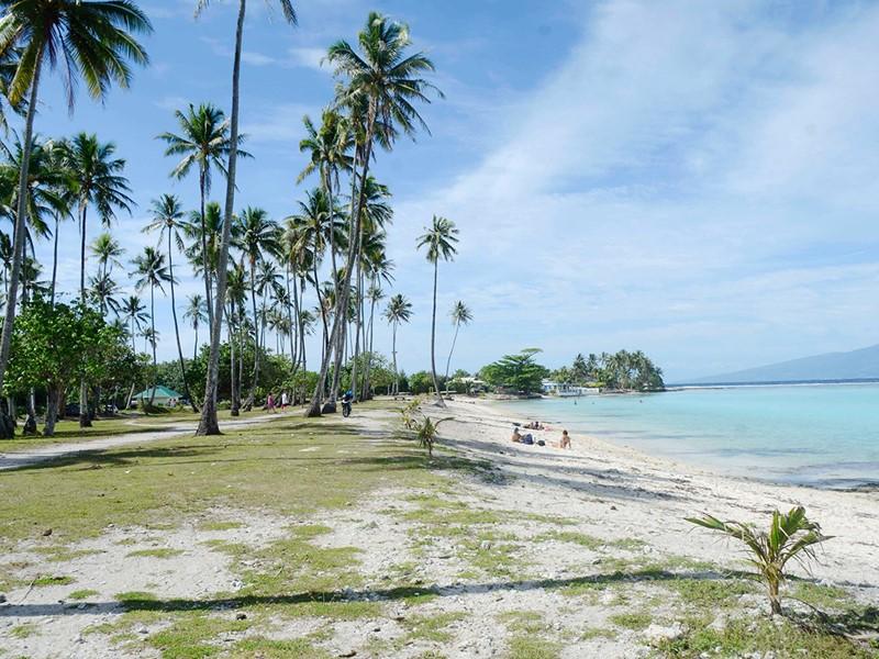 La plage de Temae, l'une des plus belles de l'île