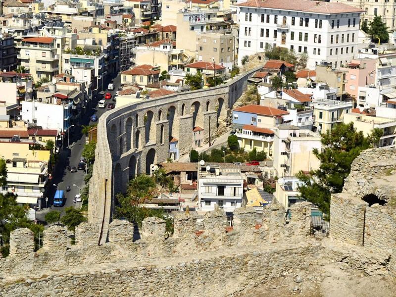 L'aqueduc de Kamares dans la ville de Kavala