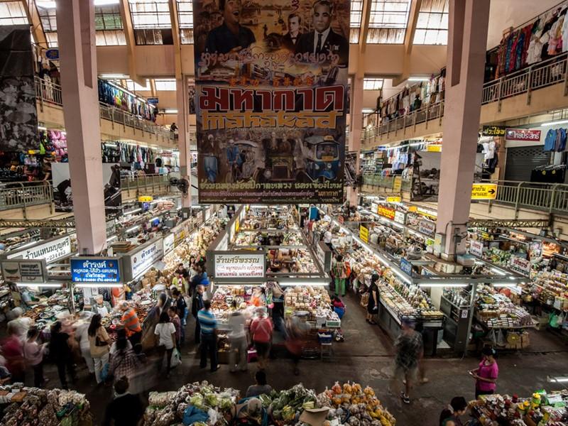 Visite du marché central de Varorot, plein de couleurs et de tentations
