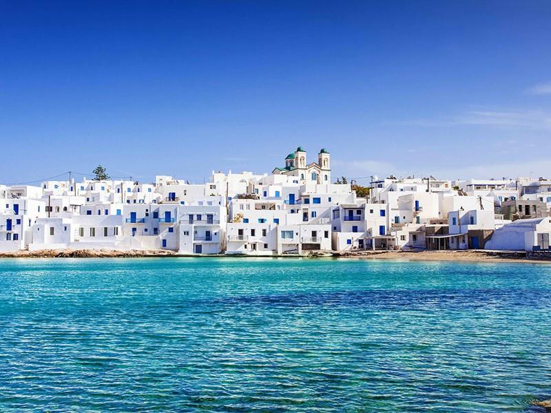 Paros, ses plages et ses villages traditionnels