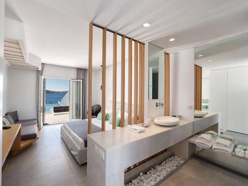 Suite supérieure avec piscine privée du Paros Aganti
