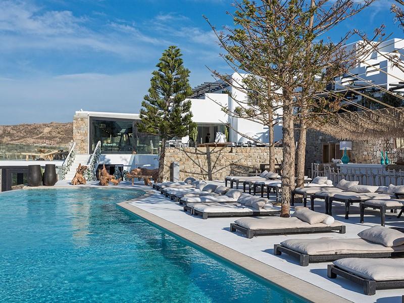 La piscine du Myconian Utopia