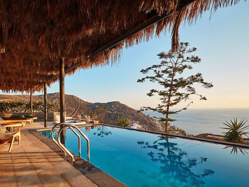 Vue exceptionnelle sur la mer Egée depuis la Grand Majestic Villa du Myconian Utopia