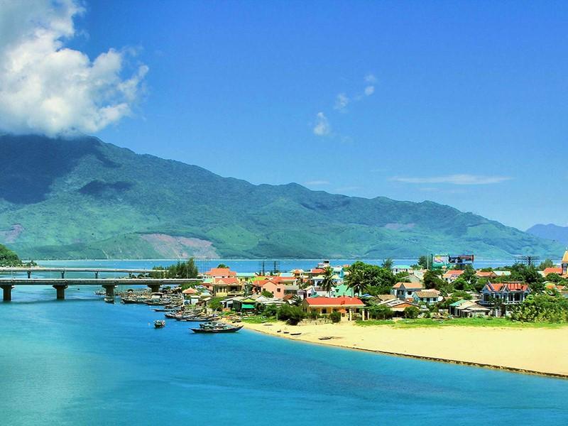 Une halte sur une plage paradisiaque à Lang Co