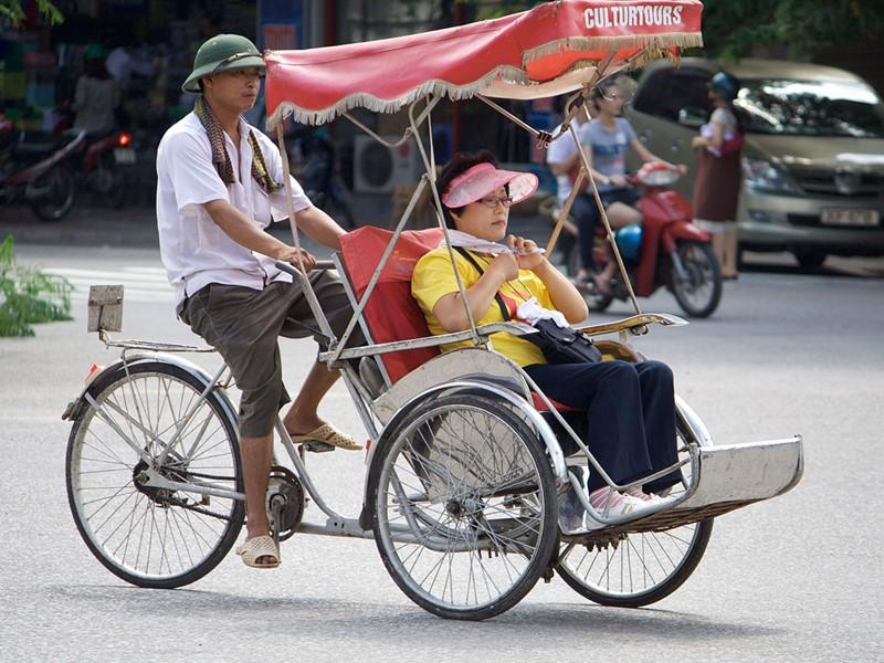 Balade en cyclo-pousse à la découverte architecturale de Hanoi