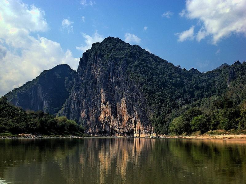 Vue de la rivière Nam Ou, l'une des plus importantes rivières du Laos