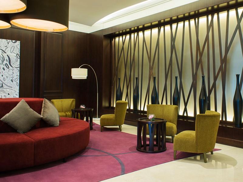 Le lobby du Méridien Mina Seyahi situé à Dubaï