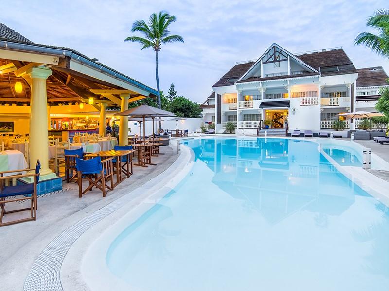 La piscine de l'hôtel Le Nautile à La Saline-Les-Bains