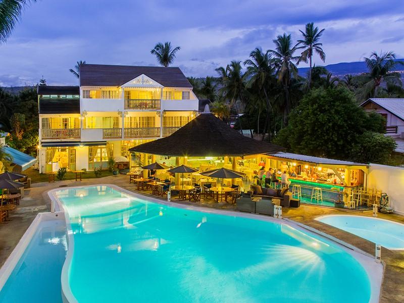Profitez de la superbe piscine de l'hôtel Le Nautile