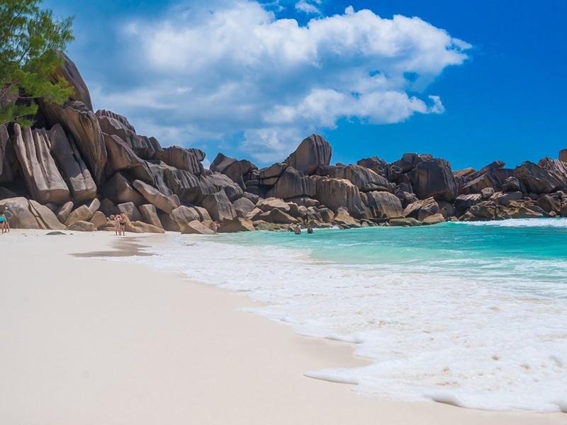 L'une des superbes plages de La Digue aux Seychelles
