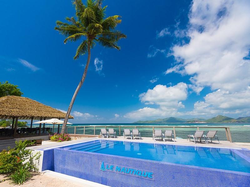 La piscine de l'hôtel Le Nautique situé à La Digue