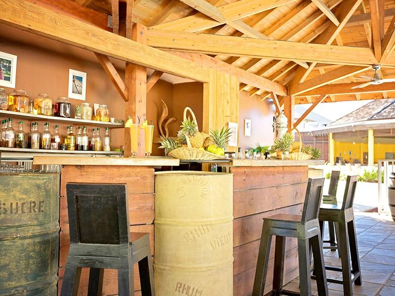Le bar Le Comptoir Sud de l'hôtel Le Récif
