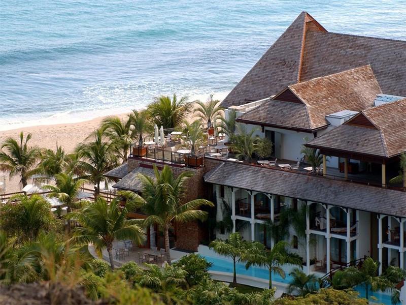 Vue de l'hôtel au bord de la plage de Boucan Canot
