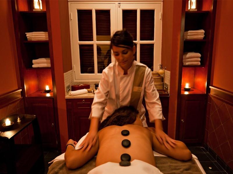 Un massage aux pierres chaudes