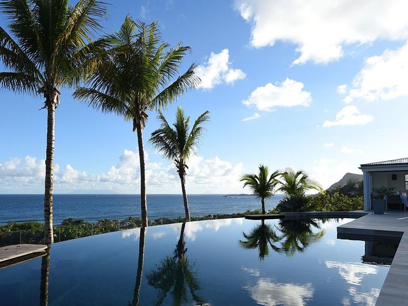 La superbe piscine de l'hôtel Le Toiny aux Antilles