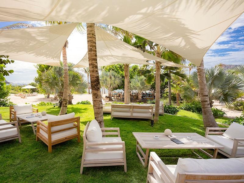 Le Beach Club de l'hôtel Le Toiny aux Antilles